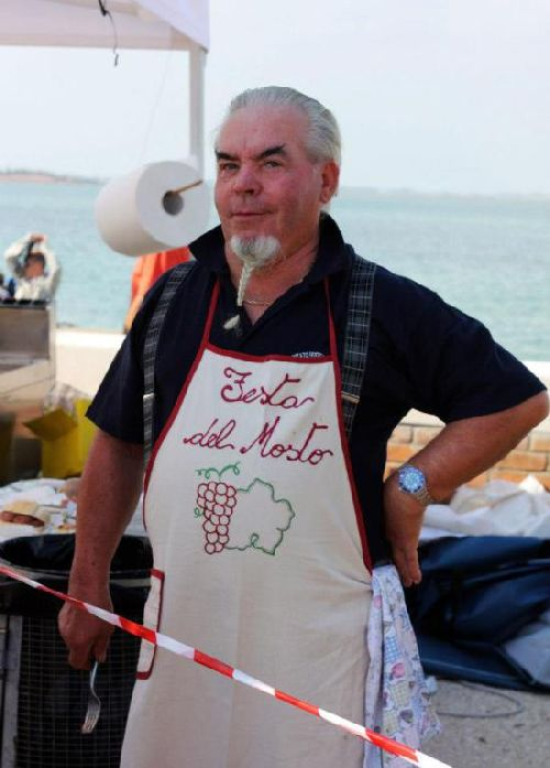 За тем, чтобы все гости фестиваля были сыты, заботливо следят повара