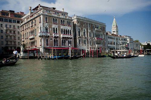 ''Bauer Il Palazzo'' - бывший фамильный особняк, за сводами стрельчатых окон которых сегодня находится престижный отель