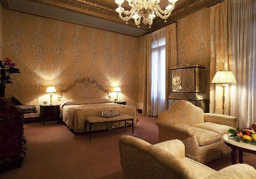 Номер ''люкс'' в ''Bauer Il Palazzo''