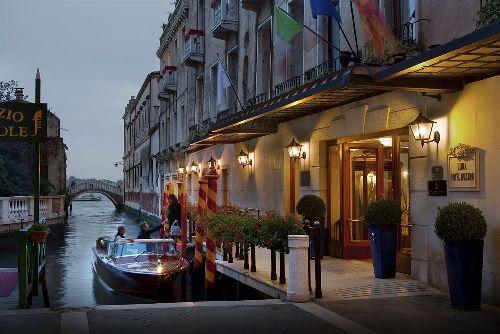 В ''Luna Hotel Baglioni'' прибывают прямо из аэропорта на водном такси
