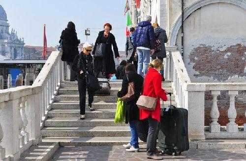 Как обстоят в Венеции дела с отелями? Какие из них самые лучшие? Есть ли демократичные варианты размещения? Знакомьтесь с рейтингом лучших отелей Венеции 5*, 4* и 3*