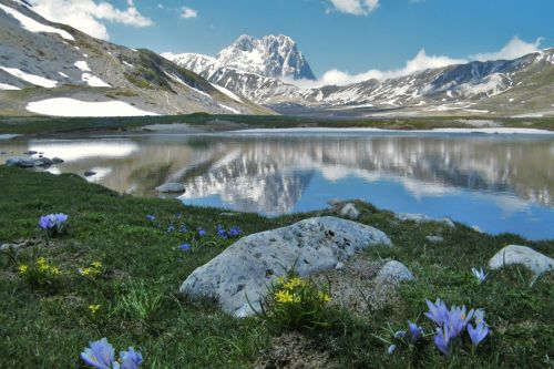 Монти-делла-Лага вместе с массивом Гран-Сассо-д'Италия формируют национальный парк 'Гран-Сассо и Монти-делла-Лага'