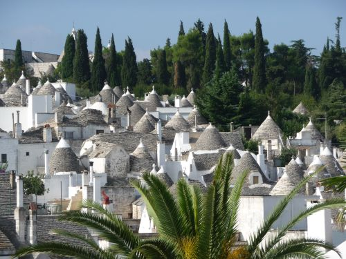 Исторический центр городка Альберобелло почти полностью состоит из домиков 'трулло'