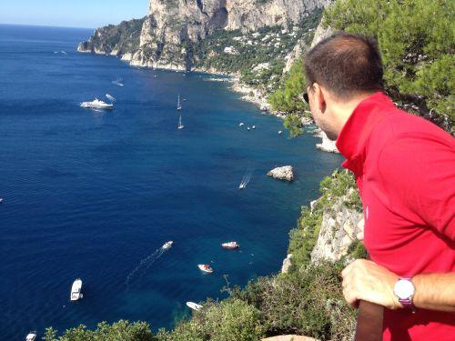 Остров Капри во все времена считался наиболее респектабельным островным курортом Италии