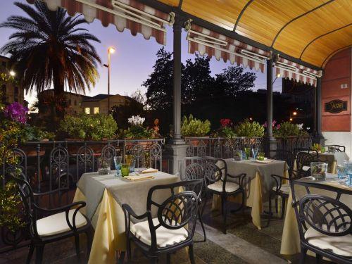 В Генуи большой выбор жилья, от дешевых хостелов до отелей вроде Grand Hotel Savoia
