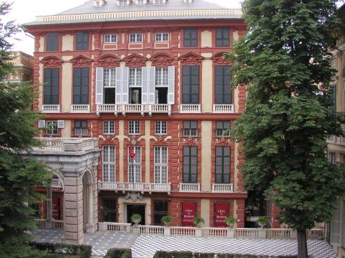 Palazzo Rosso можно посмотреть не только снаружи, но и внутри