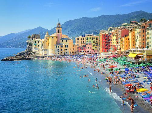 Генуя расположены между Лигурийским морем и горами