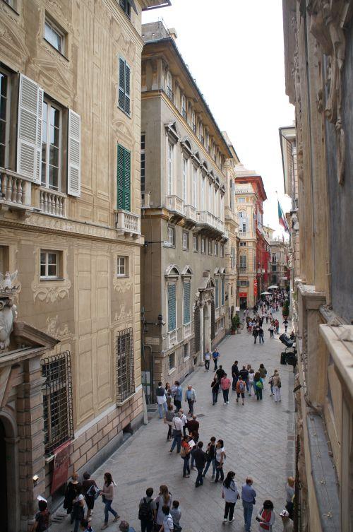 Впечатляющая пешеходная улица Гарибальди (Via Garibaldi)