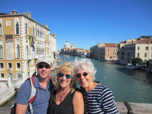 Город Флоренция обосновался в центральной части Апеннинского полуострова, на основной железнодорожной оси Италии Рим-Милан