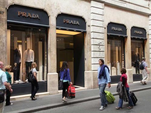 Летние распродажи в Италии обычно стартуют в первую субботу июля и продолжаются два месяца до конца августа