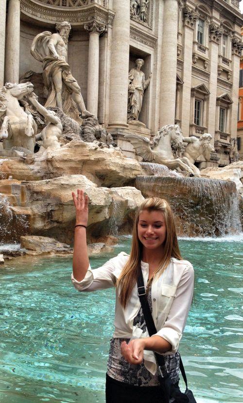 Рим - место притяжения туристов со всего мира, отдыхающих в Италии летом