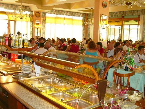 В Лидо ди Езоло большой выбор отелей - а Вам остается лишь выбрать по вкусу и по карману