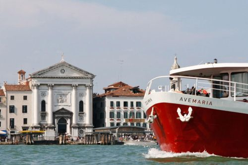 Добраться из Лидо Ди Езоло до Венеции очень легко - за 10 евро в обе стороны катер донесет Вас до Венеции буквально за 30-40 минут