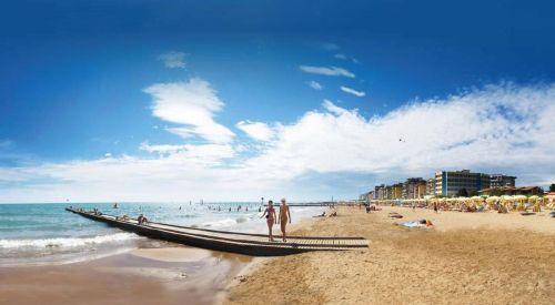 В Лидо ди Езоло расположены великолепные пляжи