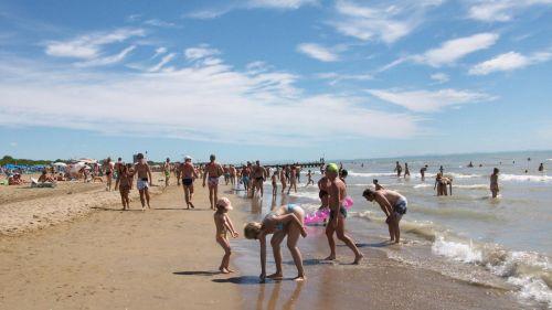 Лидо ди Езоло - это не только пляжный отдых, но и богатая экскурсионная программа.. а главной 'фишкой' курорта является близость к Венеции
