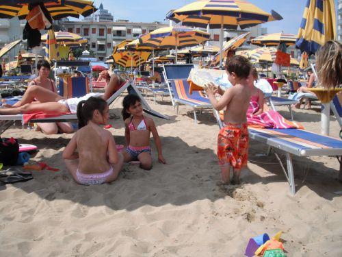 Песочные пляжи Лидо ди Езоло особенно нравятся детям