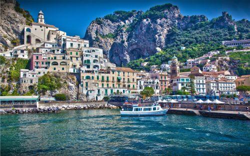 Город Салерно - одна из ярчайших жемчужин Амальфитанского побережья