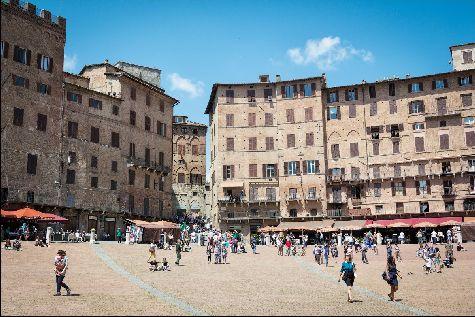 В таких городах как Сиена находится  наибольшее число произведений искусства