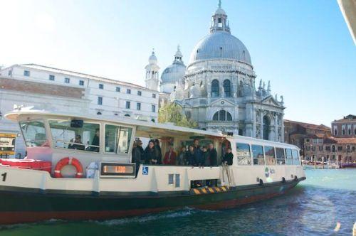 Вапортетто - один из самых удобных способов перемещения по Венеции