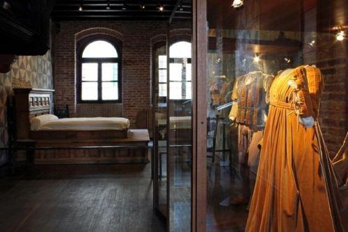 Внутри дома находится увлекательный музей