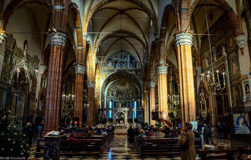 Строительство кафедрального католического собора началось в  первой половине XII века