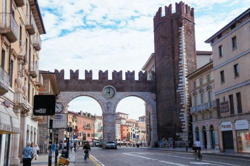 Главные ворота Вероны Портони дела Бра